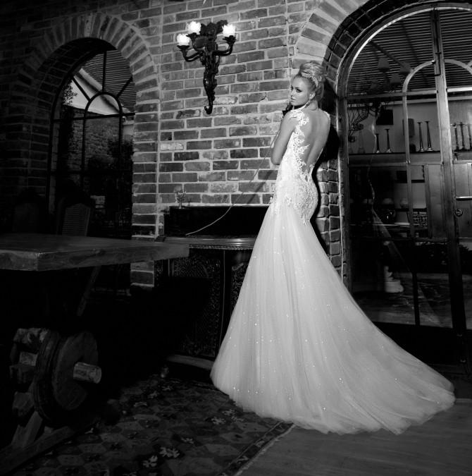 brudekjole med åpen rygg